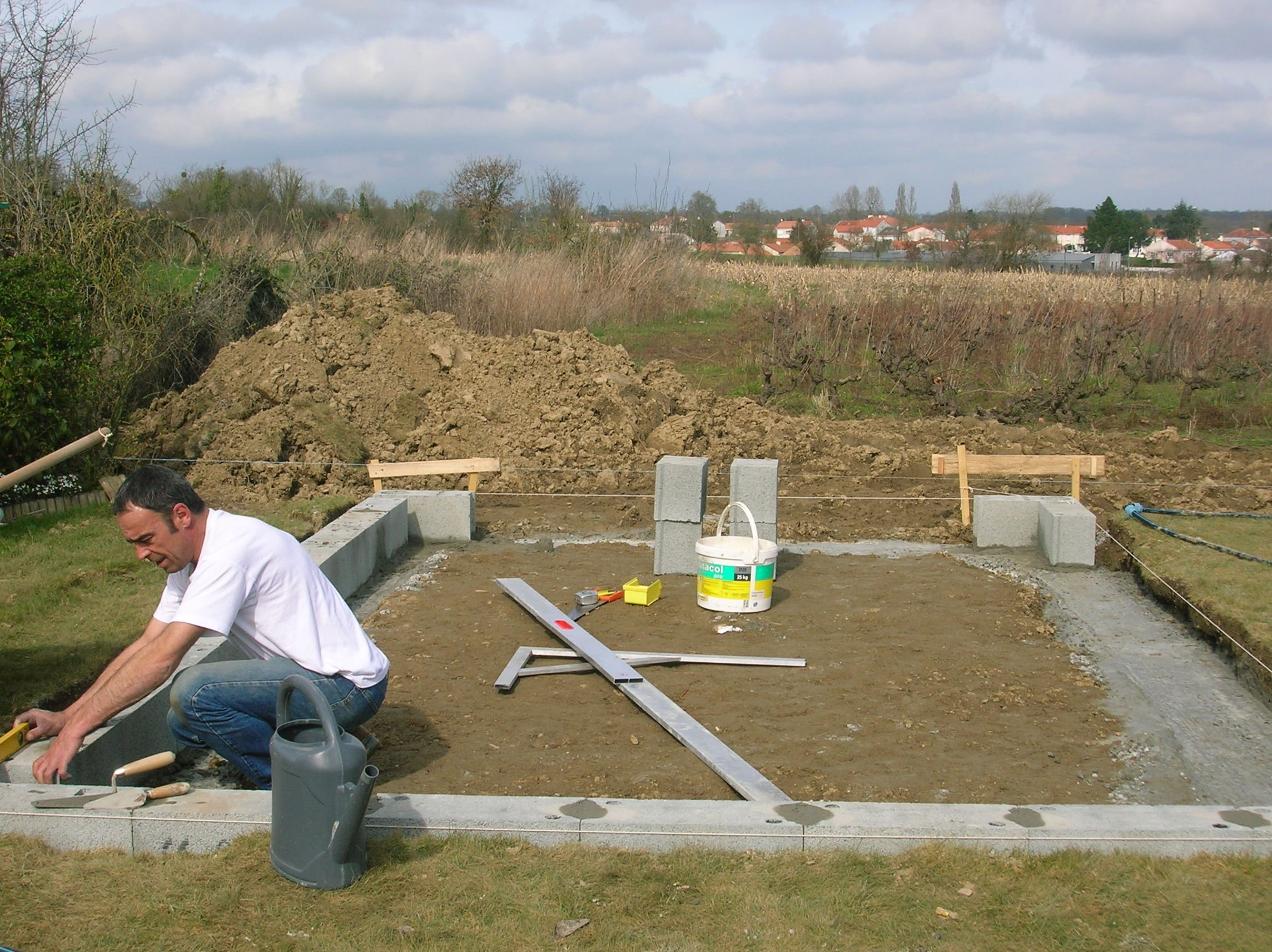 Construction de mon abri de jardin - Dalle pour abris de jardin ...