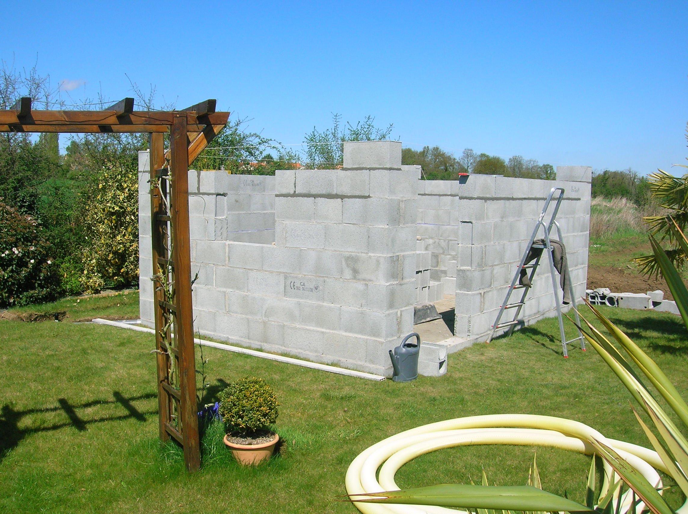 Construction de mon abri de jardin dernier rang de for Construire une extension en parpaing