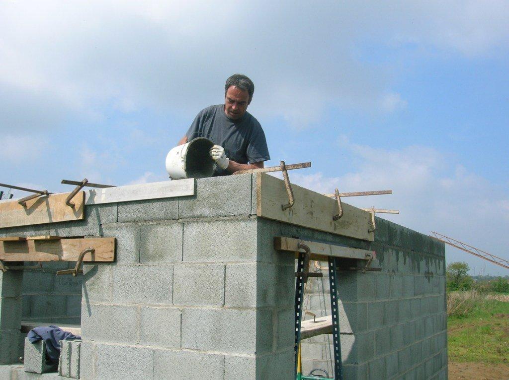 Construction de mon abri de jardin - Fondation abri de jardin en parpaing ...